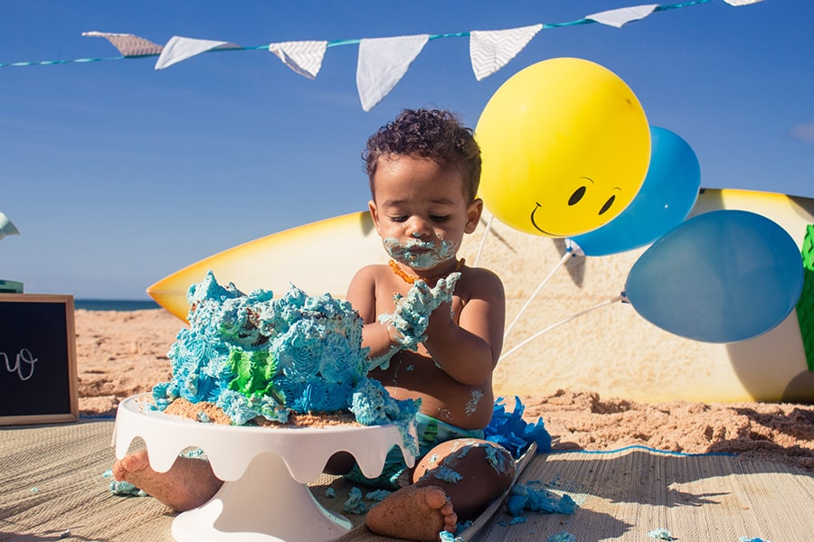 Ensaio smash the cake na praia por Diana Couto Fotografia